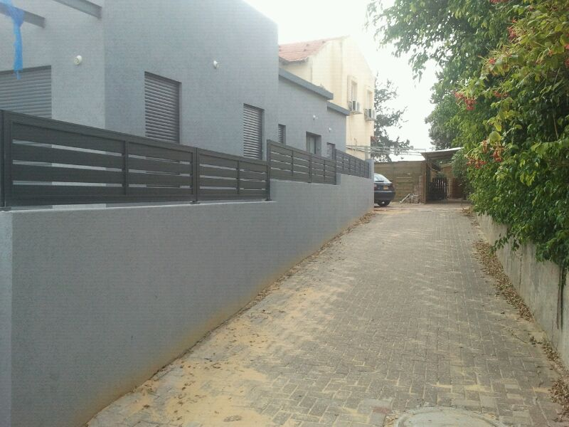 גדר לבית פרטי